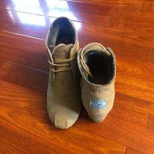 Toms Shoes - Toms suede wedge booties